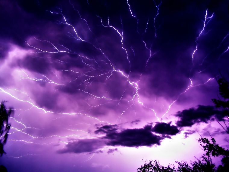 purple_sky_and_lightning-1600x1200
